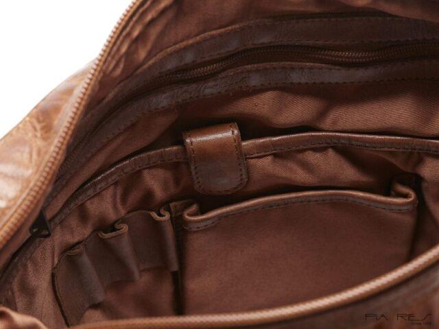 Pia Ries Cross Body taske rum i tasken til mobil og pen - ByHviid